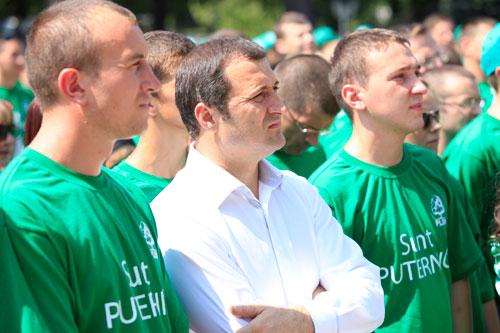 Uniformă verde pentru studenţi?
