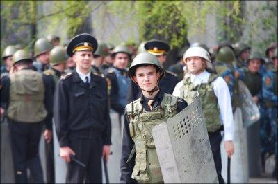 Primii polițiști condamnați în cazul revoltei tinerilor din Chișinău
