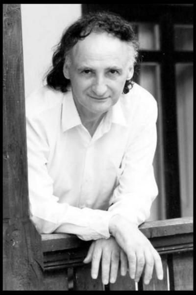 """""""Dacă visul unora a fost să ajungă în Cosmos, eu viața întreagă am visat să trec Prutul"""". Grigore Vieru ar fi împlinit astăzi 82 de ani"""