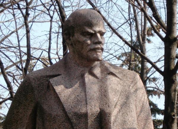 PCRM îl omagiază pe Lenin la Bălţi