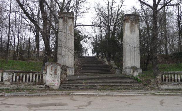 Află cum arată cimitirul ostaşilor români de la Botanica