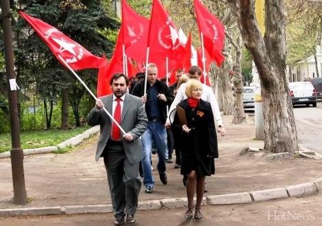 Comuniştii cer demisia conducerii Parlamentului