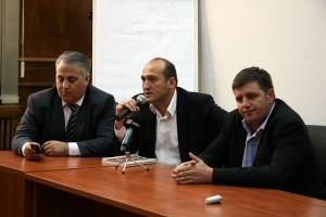 """Românii din Serbia: ,,Încearcă să ne impună altă limbă, alt alfabet"""""""