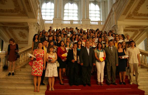 Mai mulţi studenţi etnici români din R. Moldova cu merite deosebite în România (FOTO)