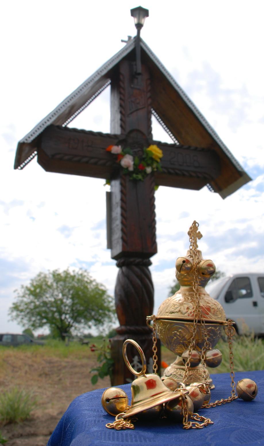 Sute de români la troiţa din Geanova, Serbia