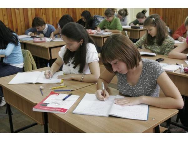 Înfrățirea face puterea: România oferă elevilor din Ialoveni 40 de locuri de studii cu bursă