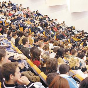 Studenţii etnici români cu merite deosebite vor fi premiaţi