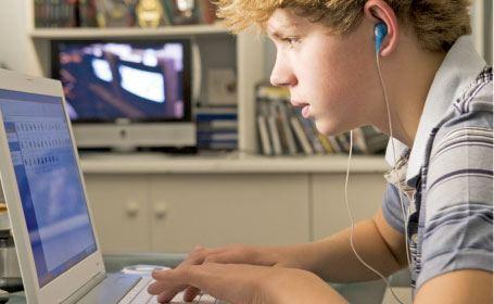 Peste 10 la sută din populaţia R. Moldova este abonată la serviciile de acces la Internet