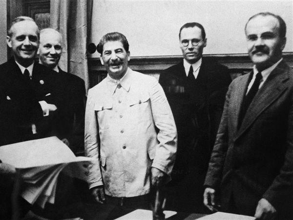 Daniel Ioniță: Pactul Ribbentrop-Molotov a sfărâmat teritorial România