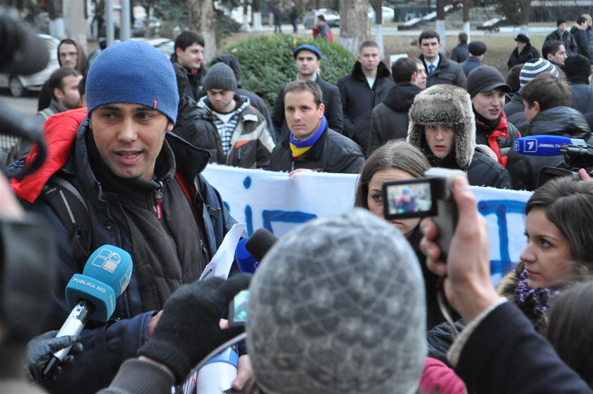 """Protest la Ambasada Rusiei şi la sediul MAEIE din Chişinău: ,,Armata rusă afară!"""""""