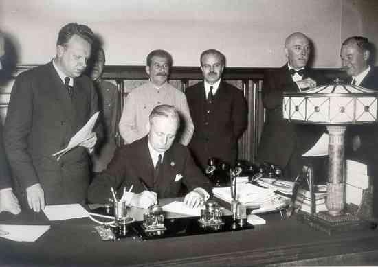 23 august: Ziua Pactului criminal Ribbentrop-Molotov, care a sfărâmat teritorial România