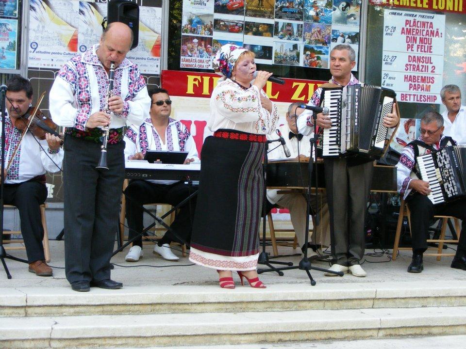 Nevăzătorii din Botoșani și Chișinău au cântat pentru basarabeni