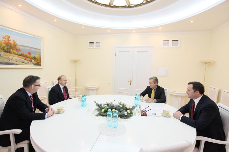 Întâlnire între Vlad Filat, Ambasadorul Uniunii Europene la Chișinău și Ambasadorul Statelor Unite ale Americii în Republica Moldova