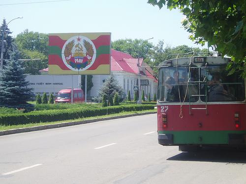 Tot mai mulți cetățeni din regiunea transnistreană își doresc cetățenie română