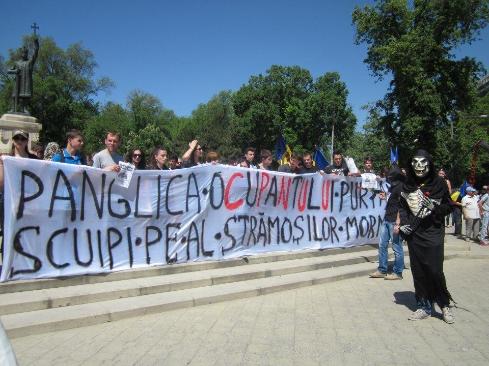 REGNUM: La protestul împotriva Zilei Victoriei au ieșit două duzini de unioniști