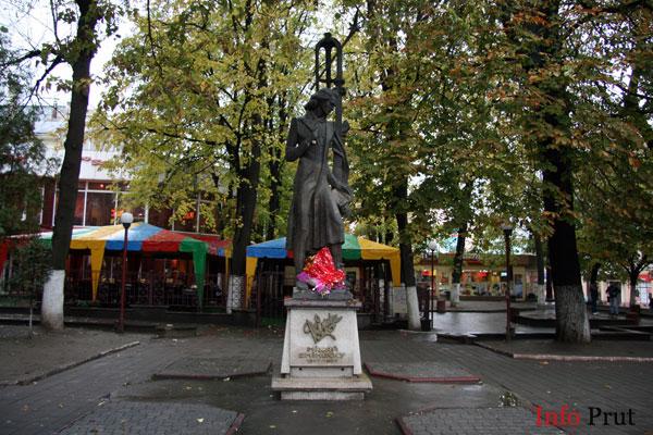 Apelul lui Viorel Badea referitor la vandalizarea bustului lui Eminescu din Hliboca