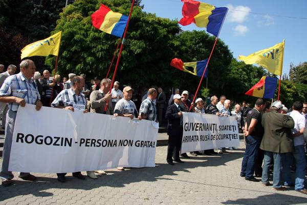 Petiție pentru declararea lui Rogozin persona non grata în Rep. Moldova