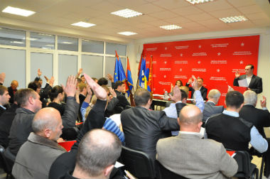 Socialiştii se solidarizează cu comuniştii pentru a demite Guvernul Leancă