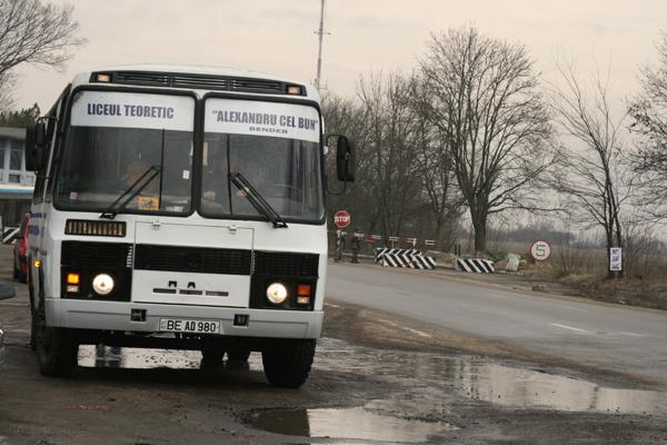 autobuzul-elevilor-liceului-romanesc-din-tighina