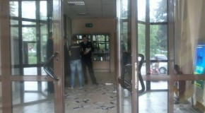 VIDEO Ca pe vremea comuniștilor: Tineri sechestrați într-o instituție publică