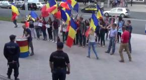 VIDEO Protest în fața MAI față de interdicția dată lui George Simion