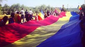 Tot mai mulţi români din Ţară trec Prutul