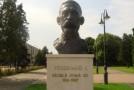 """Un bust al Regelui Ferdinand I va fi reinstalat în satul Varnița. """"Trebuie să ne cunoaştem istoria"""""""