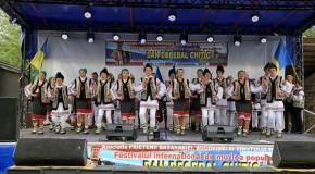 """Românii din Cernăuţi au participat în România la Festivalul Internaţional de Muzică Populară """"Dan Decebal Chitic"""""""
