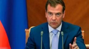 Premierul rus ia peste picioare Rep. Moldova. Pavel Filip se ploconește