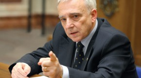 Guvernatorul BNR, chemat să salveze sistemul bancar din Rep. Moldova