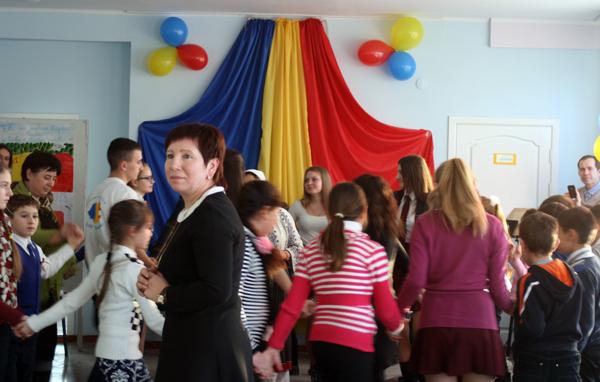 liceul-teoretic-mihai-eminescu-din-comrat-1-decembrie-director-svetlana-stoinov