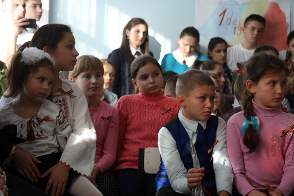 liceul-teoretic-mihai-eminescu-din-comrat-1-decembrie