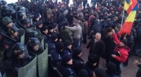 Proteste stropite cu alcool. Câţi dintre manifestanţi nu au mai putut să ajungă acasă de beţi ce erau