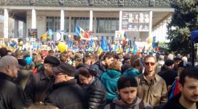 Zeci de mii de oameni cer la Chişinău Unirea Rep. Moldova cu România