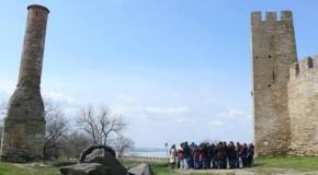 (FOTO) 800 de elevi și cadre didactice din Sudul Basarabiei, în excursii tematice la Cetatea Albă