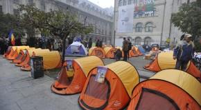 Baricadă pentru Unire / Bucureştenii, invitaţi să se alăture oamenilor de la corturile din Piaţa Universităţii