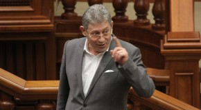 Pe cine vrea Ghimpu la şefia Ministerului Apărării