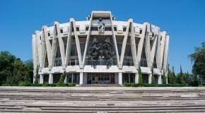 Arhitecţi din România vor să readucă la viaţă Circul din Chişinău şi Hotelul Cosmos