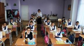 """Sprijin de la București pentru Liceul Teoretic """"Mihai Eminescu"""" din Comrat"""