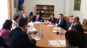 """Problema minorilor care își """"pierd"""" cetățenia română, discutată de Comisia pentru comunitățile de români din afara granițelor țării"""