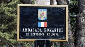 Protest de solidaritate cu România la ambasada din Chişinău