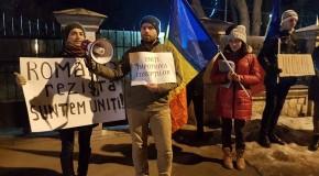 """(FOTO) Chișinăul s-a solidarizat cu protestatarii din România: """"Uniți împotriva corupților"""""""