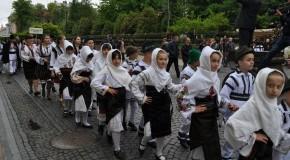(FOTO) Parada Portului Popular Românesc la Cernăuți. Plus o performanță consemnată în Cartea Recordurilor