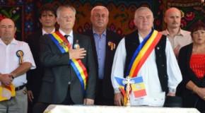 """S-au înfrățit și au strigat """"Trăiască România!"""". O localitate din Mureș a bătut palma cu o localitate din Edineț"""