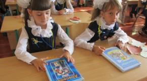 Școală românească inaugurată în regiunea Cernăuți. La eveniment au fost prezenți și miniștri de la București