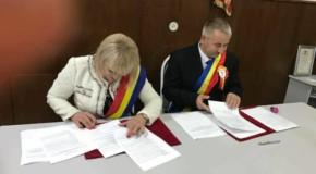 Încă o piatră la temelia Unirii: Comuna Sângeru din România şi Sîngereii Noi din Rep. Moldova s-au înfrățit