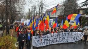 """VIDEO / Marșul Unirii din Chișinău. """"Să facem din 2018 anul Marii Reuniri"""""""
