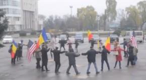 Horă a Unirii în centrul Ungheniului, de Ziua Națională a României
