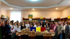 """Campania """"100.000 de cărți pentru Centenar"""", derulată de un parlamentar din România, a ajuns la copiii din Cahul și Sângerei"""