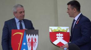 Centenar prin înfrăţiri. Judeţul Botoşani şi raionul Criuleni au semnat un act de colaborare